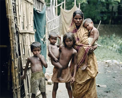 http://hesabdaroo.persiangig.com/archive4/indian-poverty1.jpg